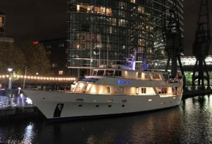 The Absolute Pleasure Yacht - Floating boat accommodation in London